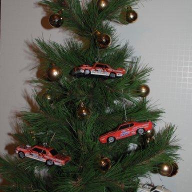 ARNIE BESWICK CHRISTMAS TREE