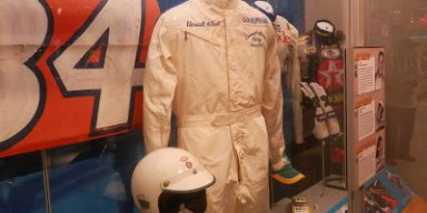 Wendell Scott 1972 uniform and helmet
