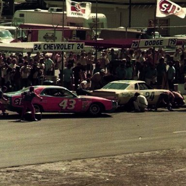 Petty an Gordon Daytona 1976