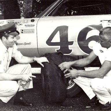 Roy & Tom looking at tire from the last race