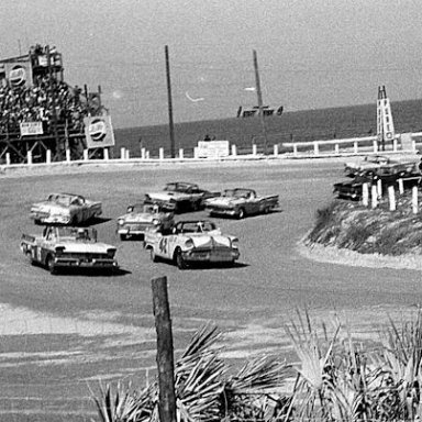 Start of the 1958 Beach race for convertibles