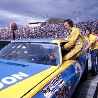 dale earnhardt getting in his car for the race