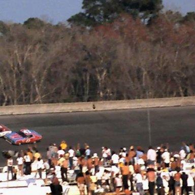 #21 David Pearson #43 Richard Petty #18 Joe Frasson Last Lap 4th Turn 1976 Daytona 500