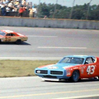 #25 Jabe Thomas #43 Richard Petty 1972 Yankee 400 @ Michigan