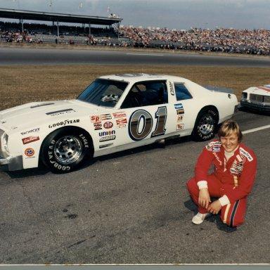 Zervakis Sportsman Butch Lindley driving