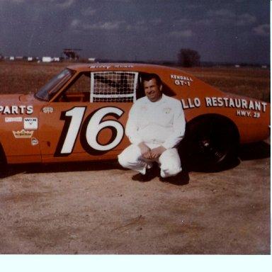 Robert Gee Body Man With Jivie Simpson -Bud Love Cars 1970S' 001