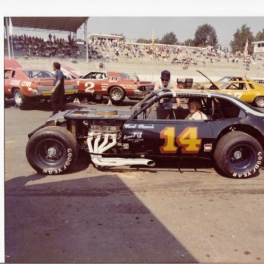 Hank Thomas in Bud Hutchens 14 Modified