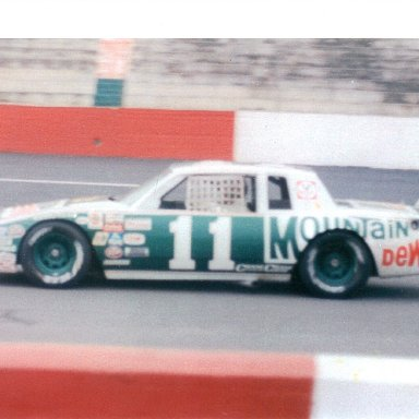 Darrell Waltrip Mountain Dew car '82