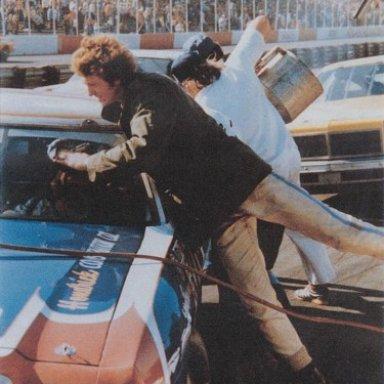 Bill Elliott on Junie Donlavey's pit crew - Atlanta 1976
