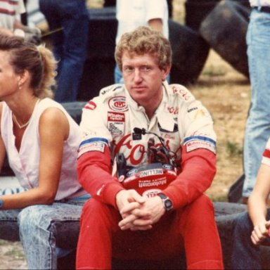 Bill Elliott with fans - 1989