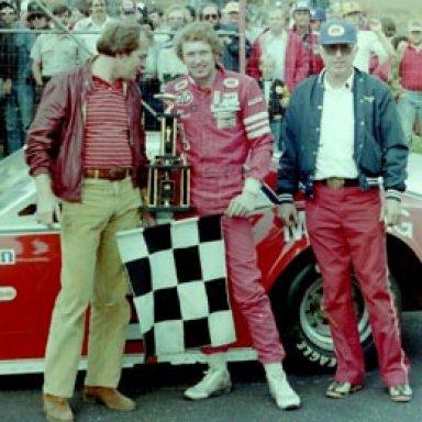 Bill Elliott and his father George (right) 1982 Katherine's Kitchen 200 - Georgia International Speedway (Now Gresham)