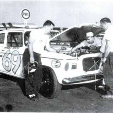 HAROLD SMITH / BOB KORN UNDER HOOD 1959 DAYTONA 500