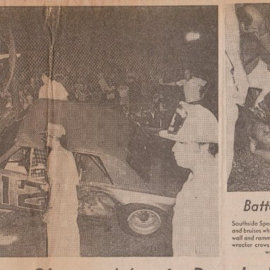 SOUTHSIDE SPEEDWAY #12 RACE CAR HITS FLAG STAND AUGUST 15, 1975 PHOTO A 190
