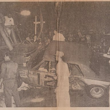 SOUTHSIDE SPEEDWAY #12 RACE CAR HITS FLAG STAND AUGUST 15, 1975 PHOTO C 190