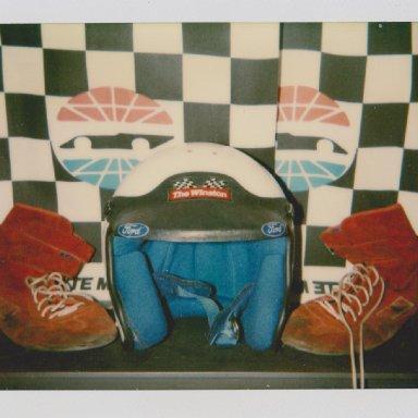 #7 ALAN  KULWICKI ZEREX RACE HELMET, RACE SHOES 04 002