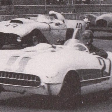 1950'S CORVETTES AND T-BIRDS RACING AT MARTINSVILLE SPEEDWAY 500 - 04