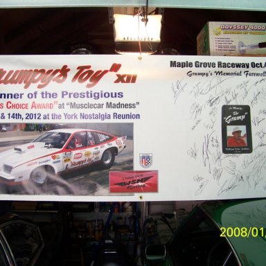 BANNER SIGNED BY THE PROS AT MAPLE GROVE , OCT.2012 TRIBUTE TO THE GRUMP