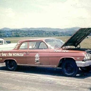 Lil General 409-Dyno Don Tuned, in 1962. This may be the third or fourth 409 driven by Hubert Platt in 1962.