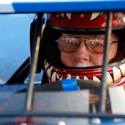 after-70-years-ageless-wonder-red-farmer-still-racing-and-winning